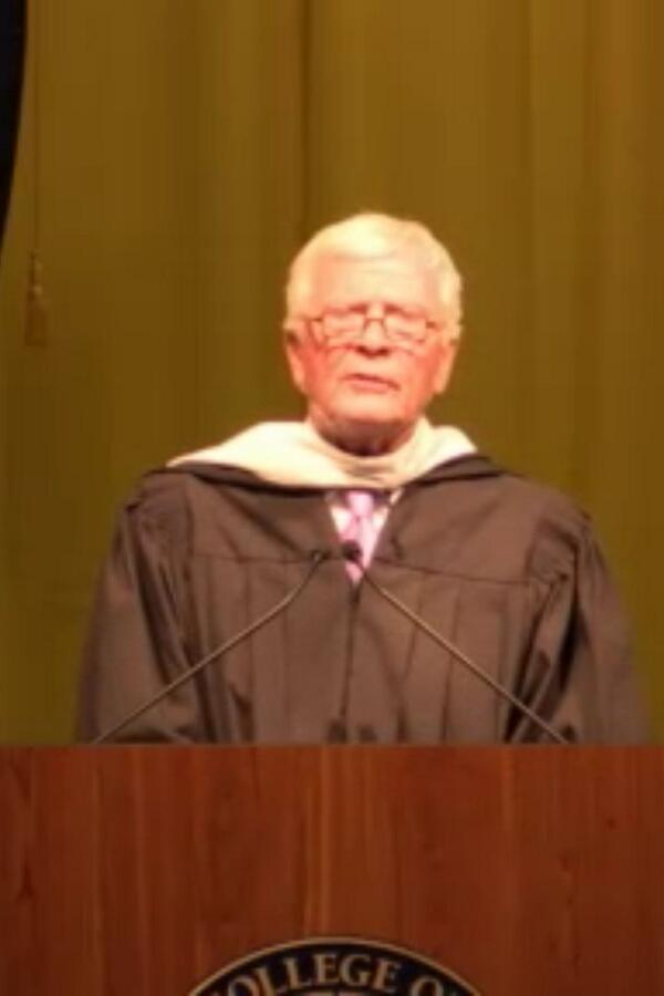 """Jon Luther: """"Be an optimist...Find solutions...Challenge obstacles."""" #griffgrad http://t.co/4cIuLCYZ2k"""