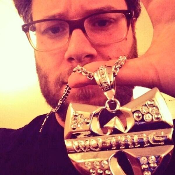 Seth Rogan doing his part. #wutangwednesday http://t.co/if6GFrnKI4