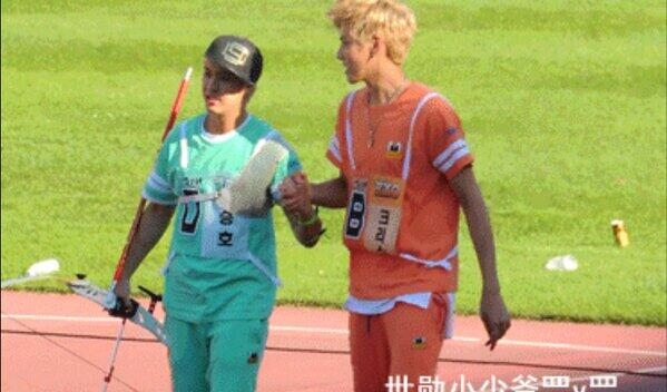 ahhh Seungho with Kris.. http://t.co/WRtJ84i3OJ