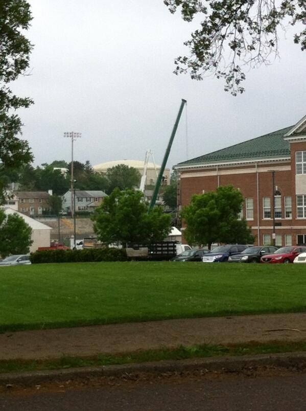 That's right folks, one light pole already cut @ Grigg Memorial Field. U can C it from Franklin Street. @MercuryX http://t.co/znQqDEuYRq