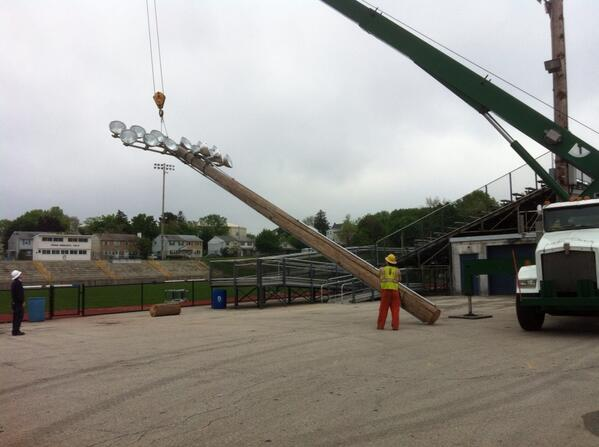 First of the Grigg Memorial Field lights being lowered to the ground for salvage. @MercuryX http://t.co/JyoTlP9BUJ