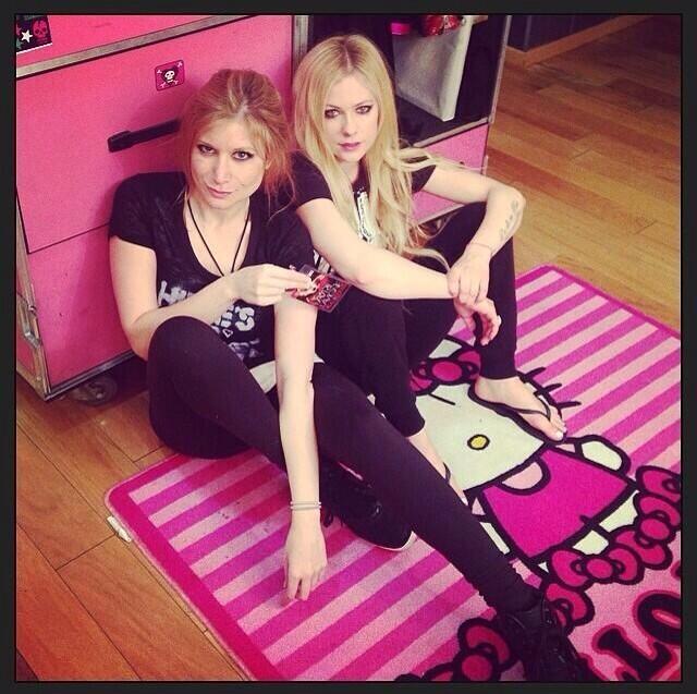 "Avril-L.org, Melissa on Twitter: ""From @AvrilLavigne on ..."