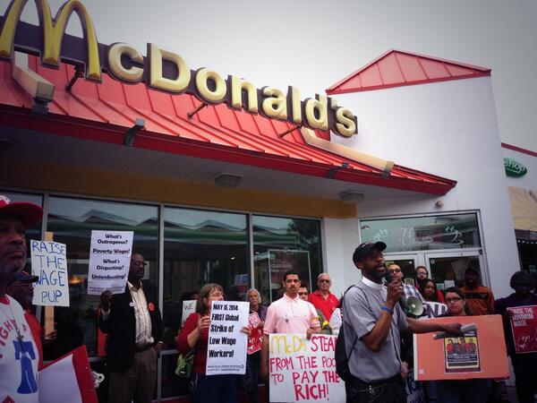 "Pastor Patrick connects #FastFoodGlobal to Dr. MLK's fight. ""He died fighting for workers."" http://t.co/UYxYaYR4j4"