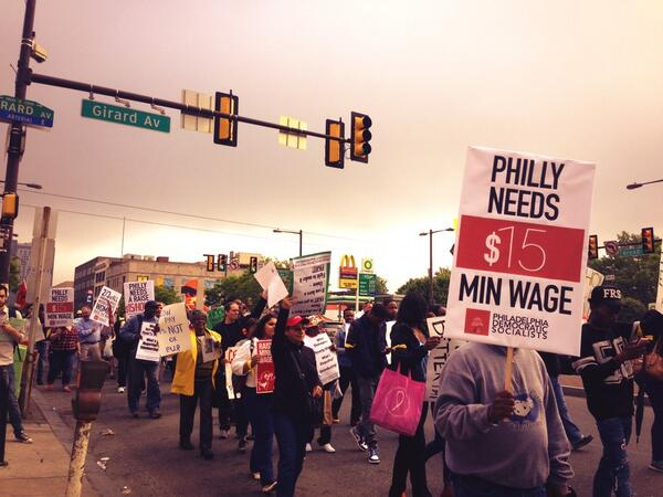 I'm loving it!  Philly #FastFoodGlobal march heads down Broad St. Many honks in support! http://t.co/q98nCZbKbi