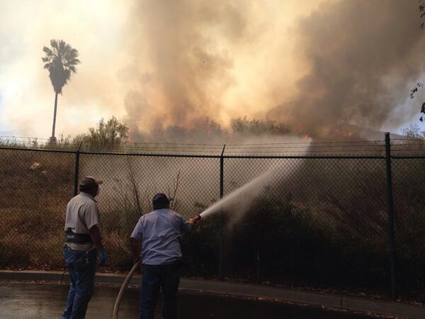 Two custodians at Cal State San Marcos try to stop a wall of flames by themselves before firefighters join them http://t.co/skTrZzM05E