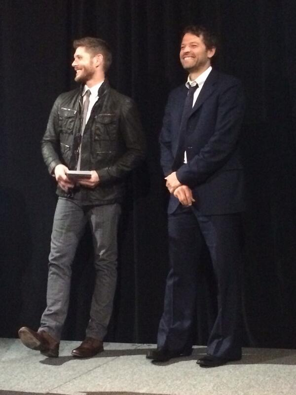 More #Supernatural pics from last night's #CW Affiliate awards dinner http://t.co/aCTvuJxCL9