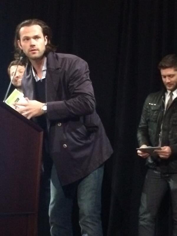 More #Supernatural pics from last night's #CW affiliate award dinner http://t.co/w8wVdXdNIv