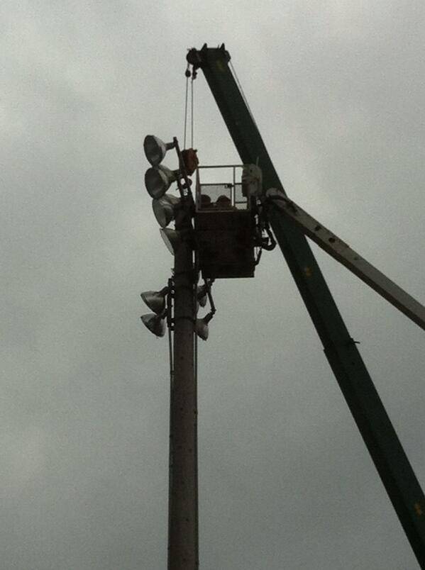 They attach the rigging to the top of #grigglites @MercuryX http://t.co/ogzcN1xg5g