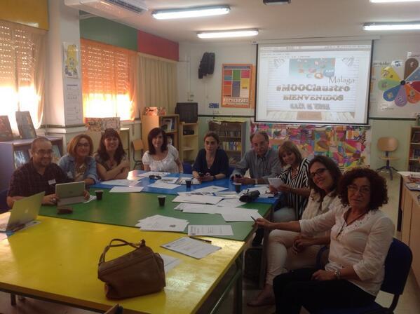 Abrazo a tod@s menos a una :-))) RT @anam_cid: #MOOClaustroMalaga #ABPMOOC en plena sesión de trabajo @ABPmooc http://t.co/xNplyUAWdW