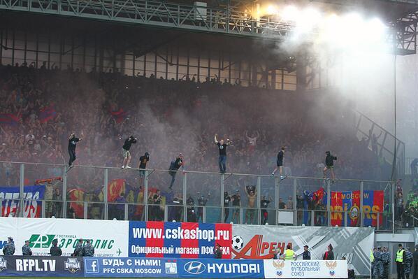 CSKA fans celebrate by risking breaking their necks. http://t.co/fdcQJbxYB3