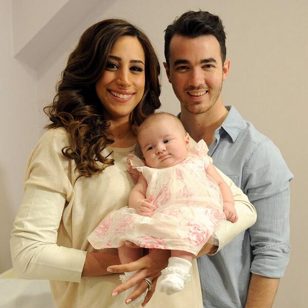 let's talk about this perfect family http://t.co/vXCVFYtOmJ