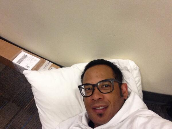 12:35am and about to sleep outside the pitch room door. #MySharkTankJourney http://t.co/tsyvtkcbyT