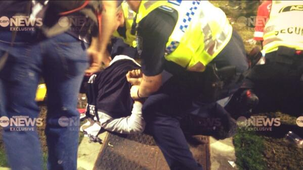 EXCLUSIVE: Chaos at the Adelaide Oval as Pies fans go on a rampage after last night's final siren @tennewsmelb 5PM http://t.co/KRzpd79mPU