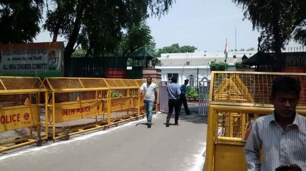 Entrance to Congress HQ in Delhi. Deserted scenes Photo via @tweetyvandy of @ibncj #Verdict2014 http://t.co/gb7wakWTTc