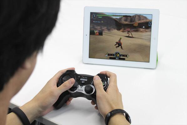 【これを待ってた】「モンスターハンター P2G for iOS」を完璧に遊べるコントローラーを発売前に体験させてもらった!! http://t.co/J0cXMIwtrO #iPhonejp #iPadjp http://t.co/gpDDsvga6D