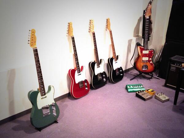 今日は、ナンバガのリイシュー盤用に、ギタマガの取材で、マツリスタジオにお邪魔してきた!向井くん((a.k.a酔ったおいさん))のべしゃりは相変わらず面白すぎて、笑い過ぎた!はぁ〜楽しかった!!来月発売のギタマガです!! http://t.co/Ec2DfhSQms