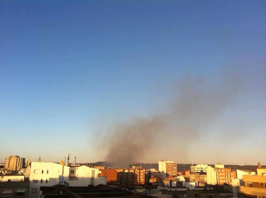 Incendio en #leonesp http://t.co/KA7RXIJY6i