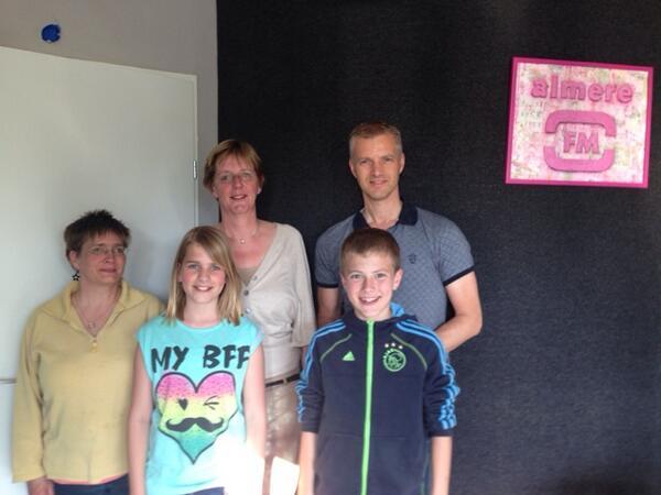 #draagjesteentjebij #passendonderwijs aan het praten op AlmereFM over wereldrecordpoging Tantrix morgen in Almere! http://t.co/26XeQmOFY5