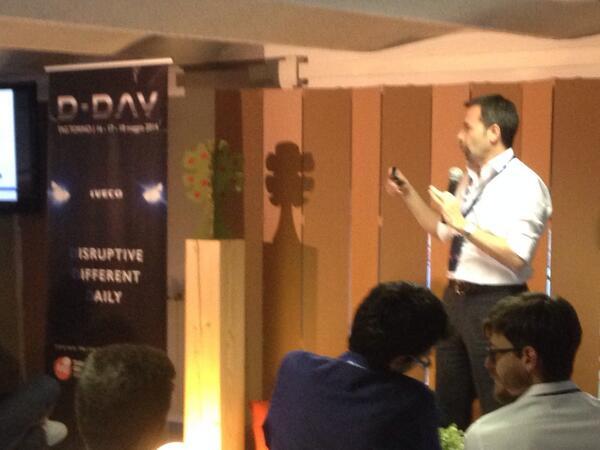 #Tagdday si parte con il primo intervento dell'hackaton!  @TalentGardenit @iveco_italy http://t.co/DsX9blLv3y