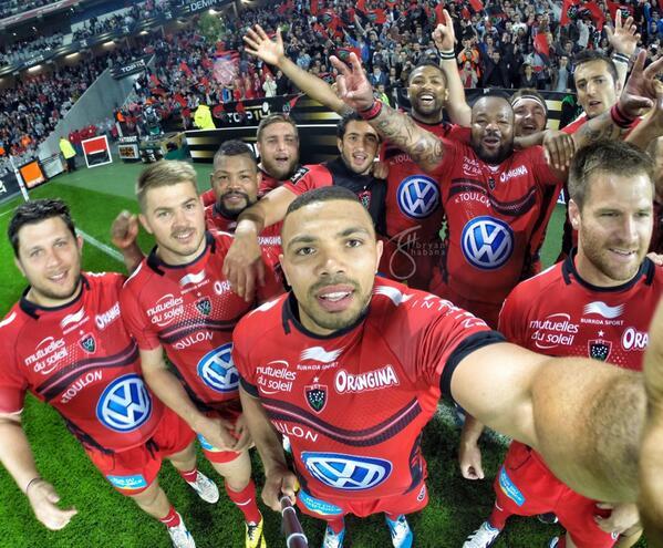 #onfieldselfie  On route la final!! #AllezToulon #RougeEtNoir