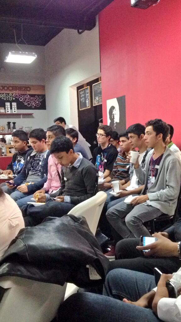 Delegaciones de #Honduras #Guatemala #ElSalvador #Mexico en #netsquaredGT @NetSquared http://t.co/vX7qoP6Wki