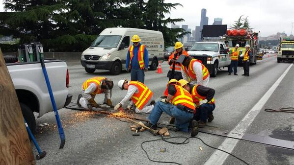 Sparks fly during expansion joint plate repairs. MT @King5unit9 It's quite the spark show on SB I-5 http://t.co/rhyzdB9N5I