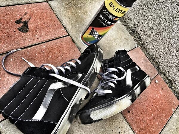 How to customize sneakers with spray paint — photo 2