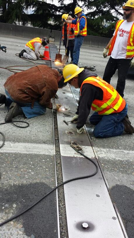 Sounds like @wsdot is estimating about another hour if the current expansion joint fix on I-5 works. Fingers crossed http://t.co/bHwtqN5GcV