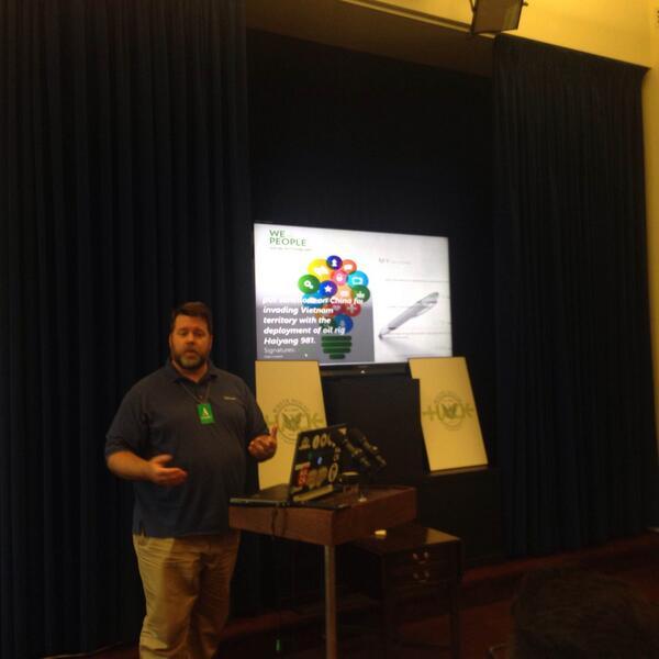 .@kaevans shows us a highly social, mobile optimized app #WHHackathon http://t.co/1DX49Hlo04