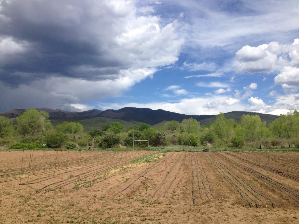Twitter / alizasherman: Big sky and clouds #taos ...