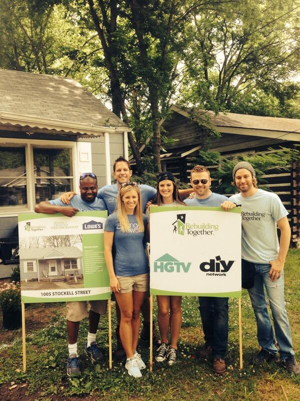 Giving back in #Nashville @AylaBrown @RebldgTogthr @caseyjames @thechrisgrundy @MattJMuenster @PeytonWLambton @hgtv http://t.co/nsWsVwvYOg