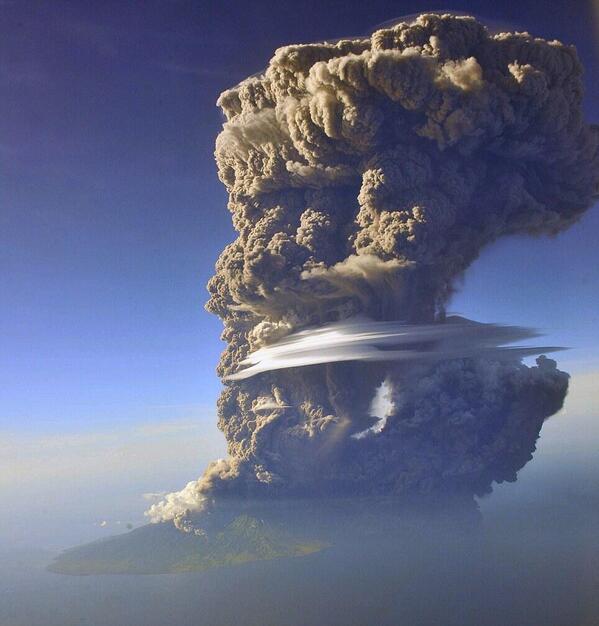 Indonesia's Mount Sangeang Api erupts. Credit: Sofyan Effendi #sangeang #volcano #eruption #plume #bima #indonesia http://t.co/h3DerI2w3I
