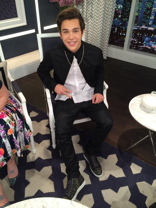 #Mahomies! @AustinMahone is on tonight's all-new #FashionPolice! 9/8c on E! Excited?! http://t.co/21dKMexqwe