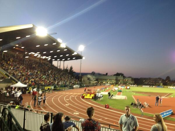 Hayward field looking amazing under the lights... @nikepreclassic http://t.co/lAwZlrFdiP