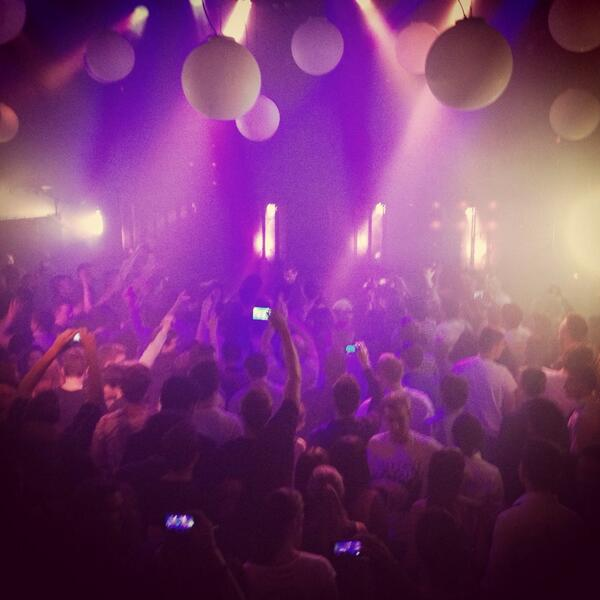 Here we go! @kaskade has entered the building! #party #amsterdam #HouseMusic #kaskade http://t.co/4aDmgdVMw8