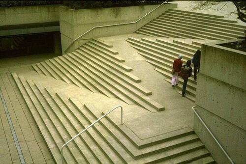 Wheelchair Accessible Stairs in Brussels, Belgium. It just makes so much sense. #innovative #inclusive @RyersonDMZ https://t.co/1zLAeVZCzq