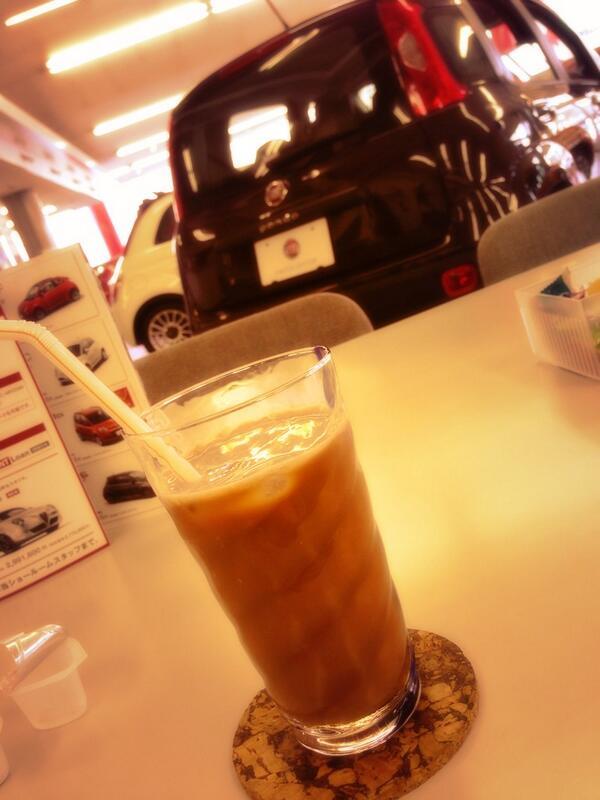 ディーラーでお茶なうなう 頼んでたものがいろいろ届いたみたいなのでメンテしてもらってオシゴト戻るドン! http://t.co/WNRA7bt2s7