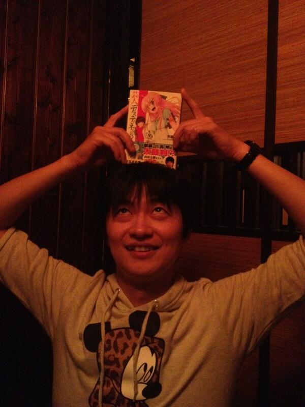 明日発売です!「芸人ディスティネーション」を下野紘さんにお渡ししました! よろしくお願いします! 明日発売です! http://t.co/4ELWFOjV6r