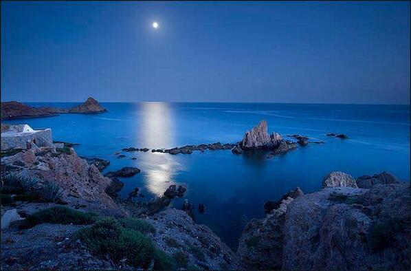 "Blue tranquility... ""@CUMALi_YILDIZ: http://t.co/VHNCX9OHfs"" @purewhitemoly"