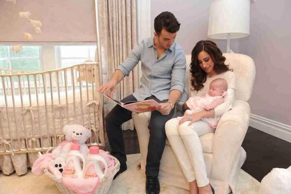 two new pictures of @daniellejonas @kevinjonas and Alena Rose :) http://t.co/IcFJPmRQzU