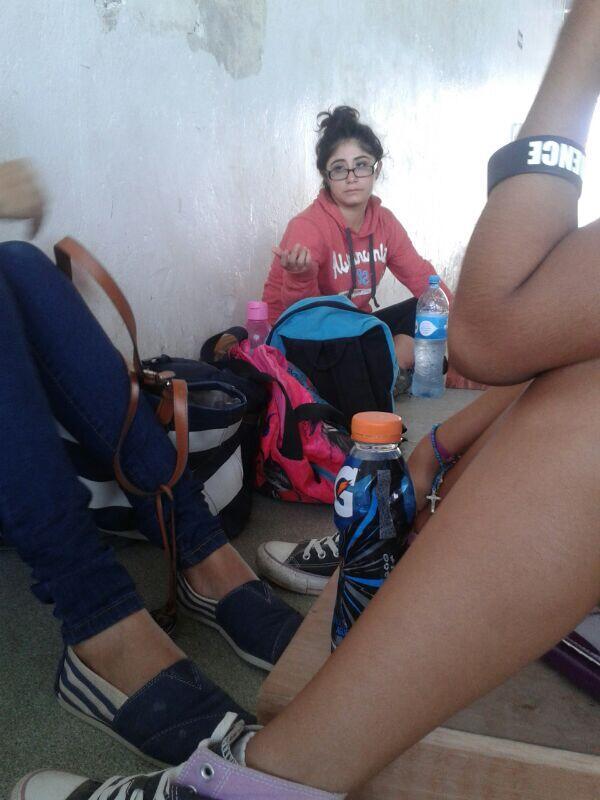 """""""@MiriamStrada: -Me voy a disparar  Maria 17 años no ha terminado su revista de orientación.    Jajajajajajajaja"""" http://t.co/8vfc3N28jm"""