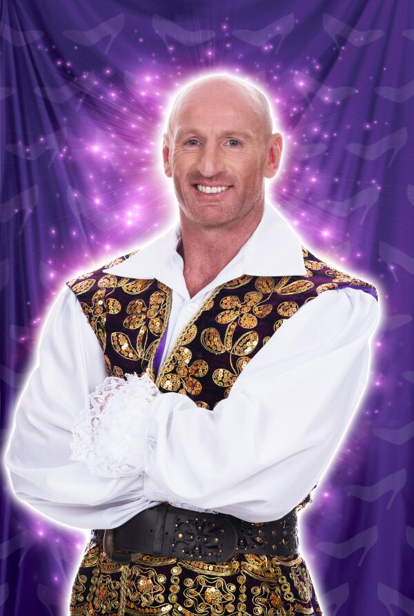 We're thilled to announce that playing Dandini in Cinderella will be rugby legend Gareth Thomas @gareththomas14 http://t.co/NcAyTqcASD
