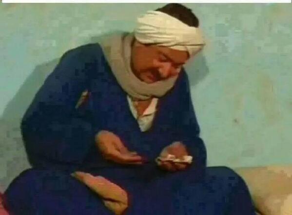 حمدين صباحي وهو بيعد الاصوات اللي خدها في الخارج http://t.co/XKEfRLU6Nv
