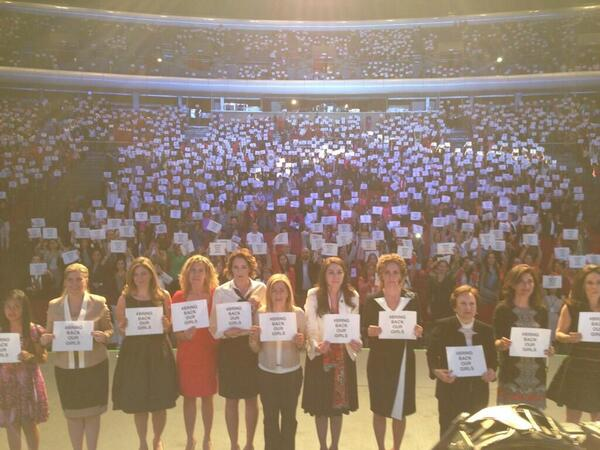 10mil mujeres por #BringBackOurGirls @RosarioMarin1 @alondradlp @ONUMujeres @Paola_Rojas_H @GabrielaEnrigue http://t.co/IVsqhe51dw