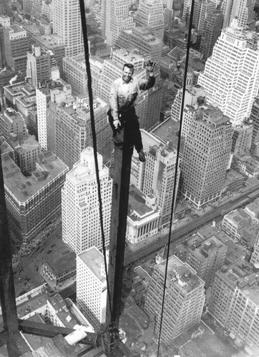 A construction worker in New York City, 1930s http://t.co/MwjF1N8gJE http://t.co/tNBBKoW7kD via @veooz This1930 NYC pic makes my toes tingle