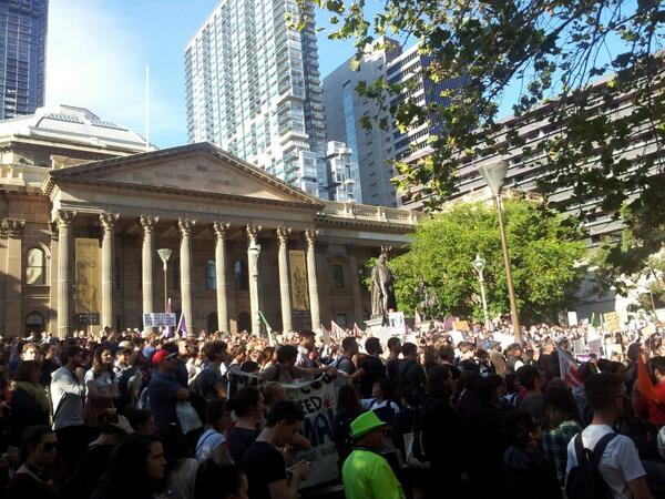 1000s of #students in #Melbourne #protest #Pyne& #Budget2014 #bustthebudget #Marchinmay #auspol #may21protest #vicpol http://t.co/rlUZXCab33