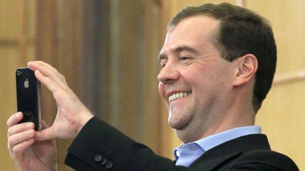 Медведев забанил в инстаграме Навального