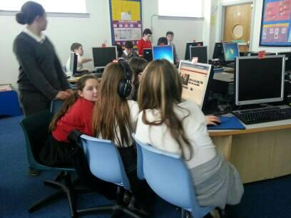 Pupils at @NewarkPrimary are using @youtube editor to produce their #DigCW2014 films! http://t.co/iTlDyZ72zn