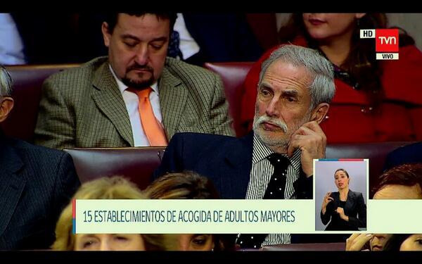 Invitado el alcalde de Sucupira #21deMayo http://t.co/gTmPLRLRae