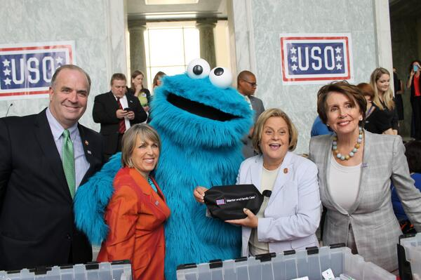 Proud to join @sesamestreet & my colleagues @RepDanKildee @RosLehtinen @NancyPelosi in a service project for @the_USO http://t.co/hbJBGi1wIo